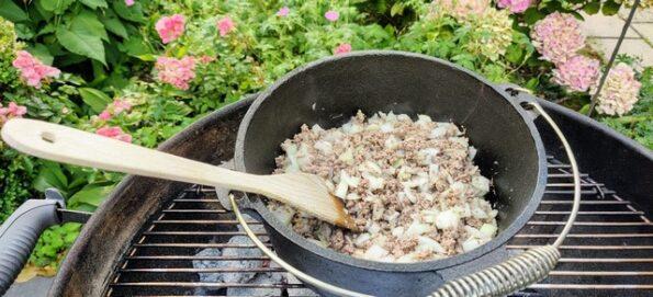 Vlees met ui en knoflook